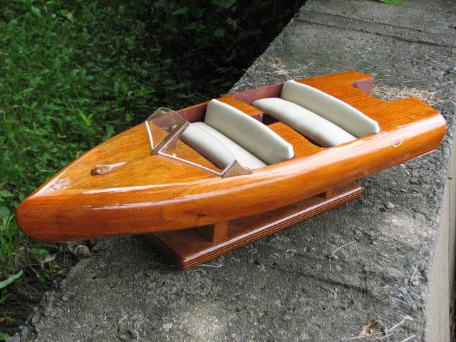 barco de passeio movido a diesel