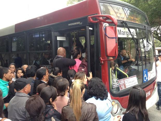 fila de ônibus